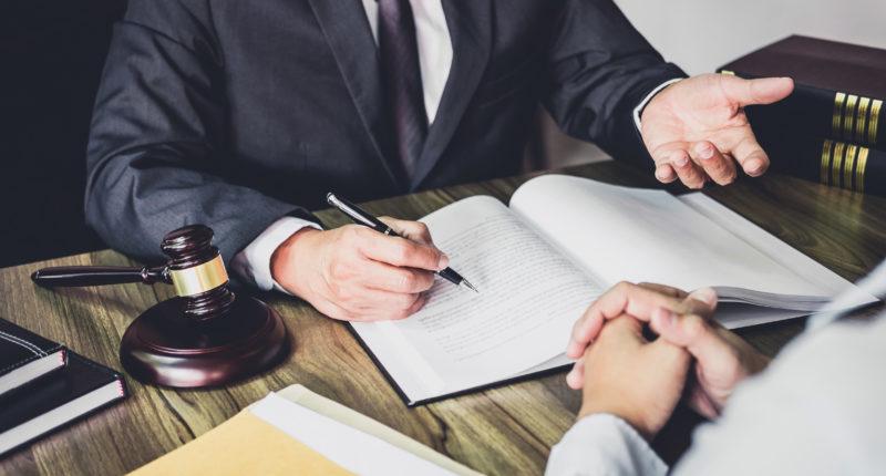 Нужно ли обращаться к нотариусу, при совершении сделок по купле- продаже недвижимости ?!