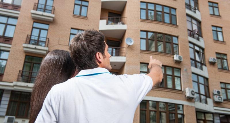 Кто по закону имеет право на получение жилья вне очереди ?!